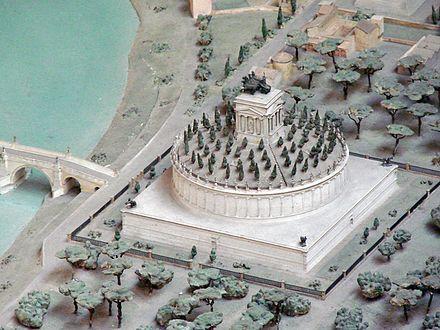 Maquette_du_Mausolée_dHadrien_(musée_de_la_civilisation_romaine,_Rome)_(5911811430)